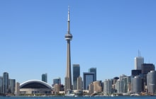 Photo of the Toronto skyline under a clear sky. © Ronald Sumners