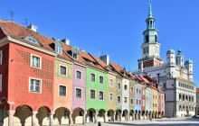 Houses and Town Hall in Old Market Square, Poznan, Poland © Elzbieta Sekowska